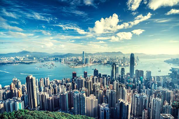 hong kong skyline at sunrise - hong kong fotografías e imágenes de stock