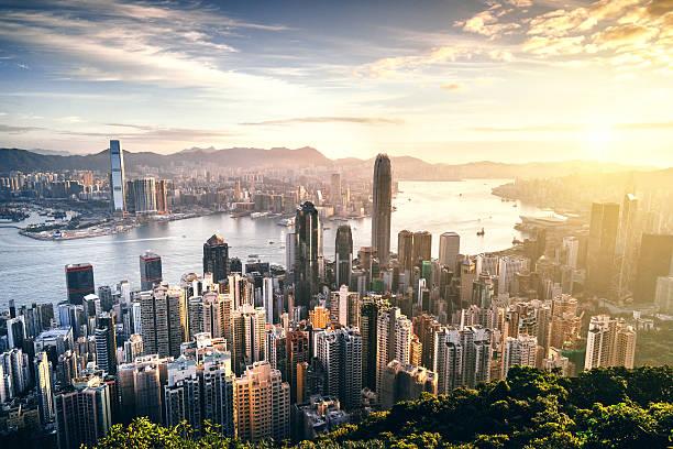 hong kong skyline at sunrise - hong kong foto e immagini stock