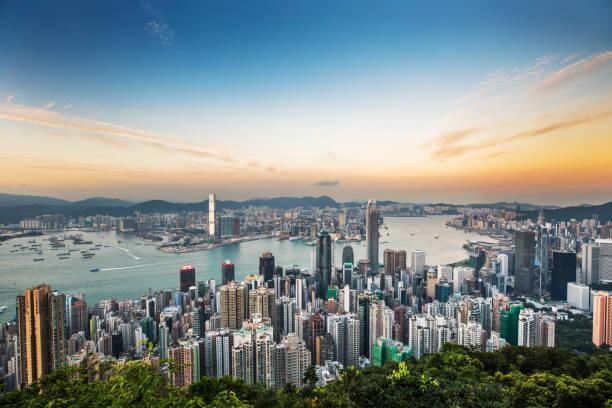 skyline de hong kong al atardecer - hong kong fotografías e imágenes de stock