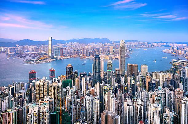 skyline di hong kong al crepuscolo - hong kong foto e immagini stock