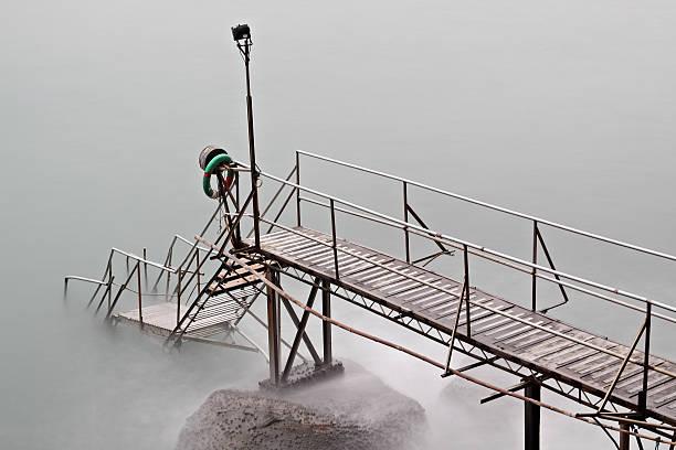 hong kong deshacerse de natación en el mar - foto de stock