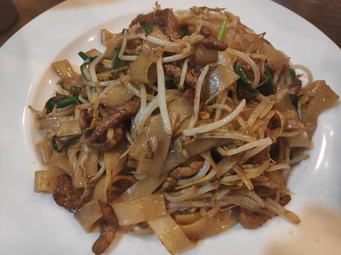 Hong Kong-style stir-fried noodles