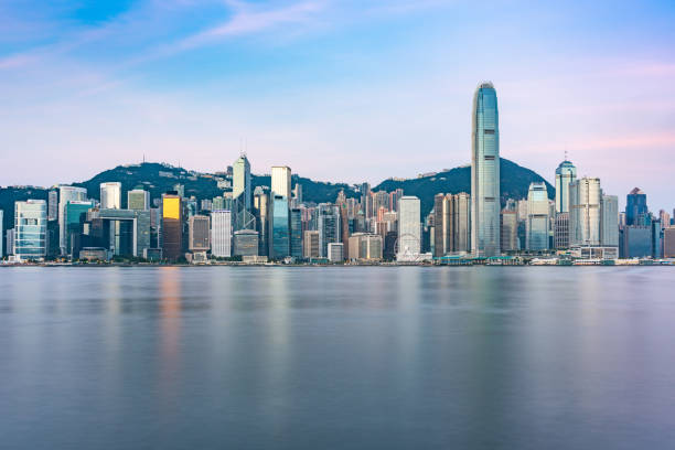 paisaje de horizonte de la ciudad de hong kong - hong kong fotografías e imágenes de stock
