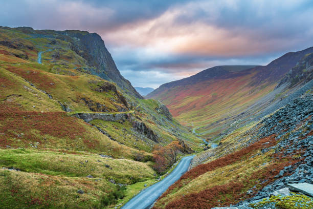 Honister Pass in the Lake District Honister Pass is a mountain pass in the English Lake District, joining Borrowdale to the Buttermere Valley cumbria stock pictures, royalty-free photos & images