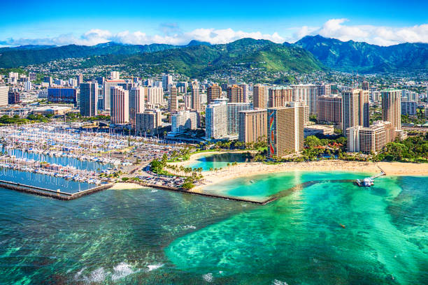 honolulu cityscape aerial - skyline mountains usa stock photos and pictures