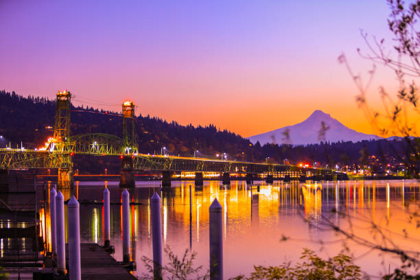 Hood River, Oregon Hood River, Oregon at sunset hood river valley stock pictures, royalty-free photos & images
