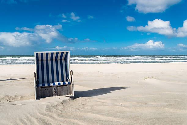 strandkorb - sylt urlaub stock-fotos und bilder