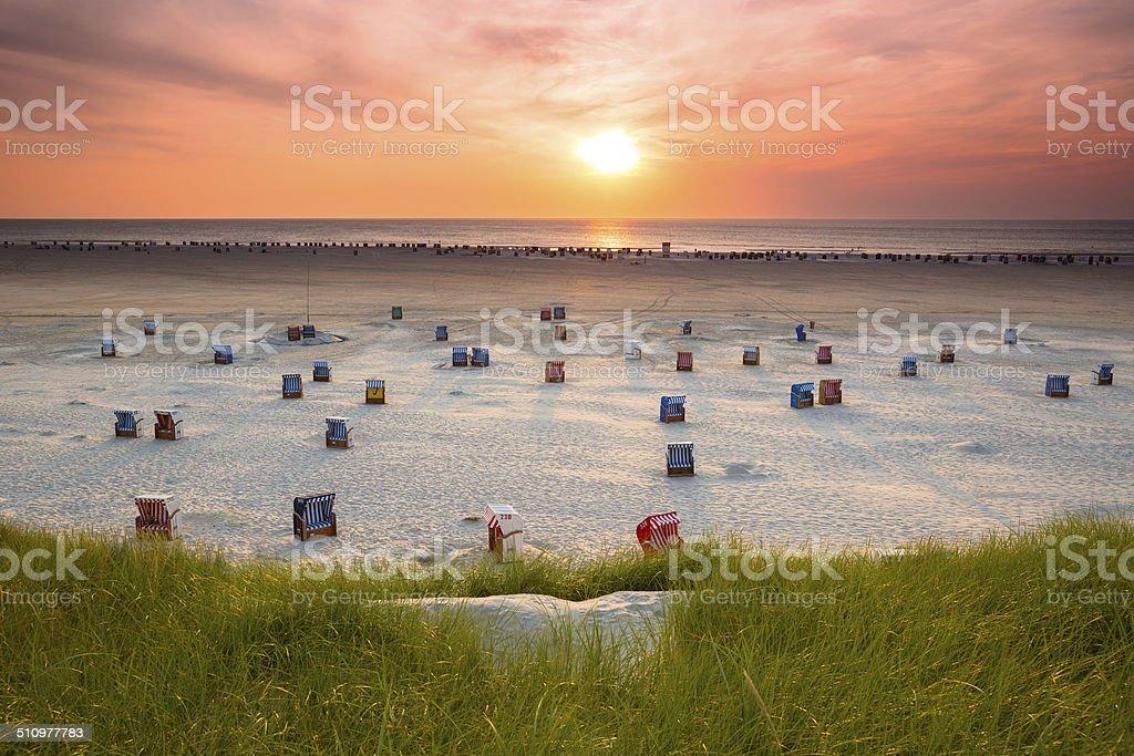hooded Beachchair bei Sonnenuntergang – Foto