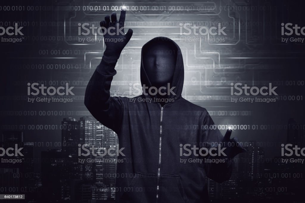 Hooded hacker with mask using virtual screen to hacking system – Foto