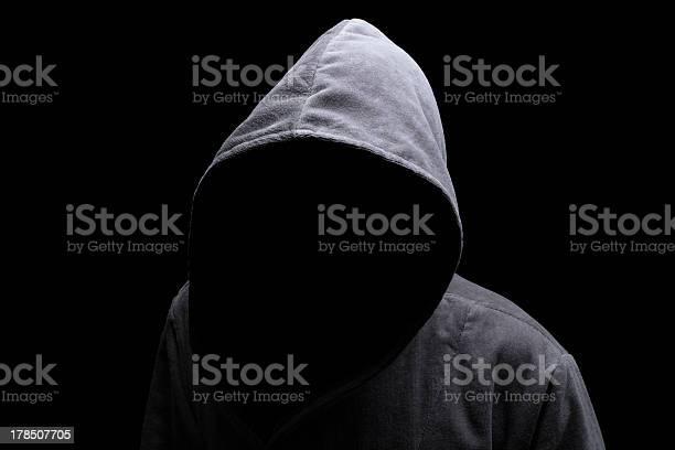 Hooded Mann Im Schatten Stockfoto und mehr Bilder von Schurke