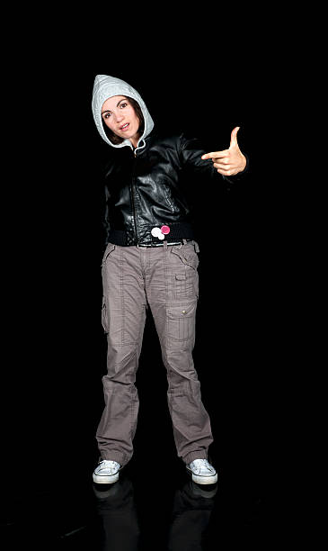 hooded frau rebellion - lederjacke mit kapuze damen stock-fotos und bilder