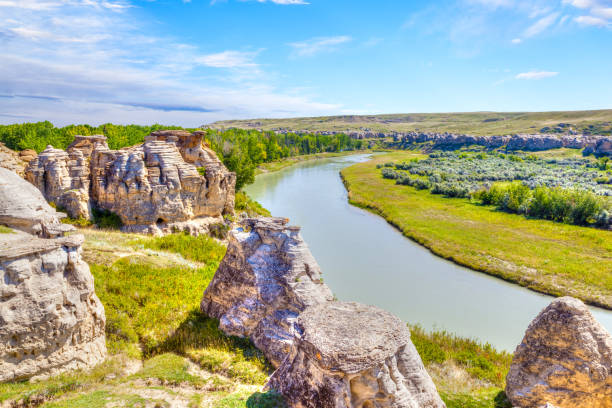 hoodoo badlands at writing-on-stone provincial park in canada - provincial park stock photos and pictures