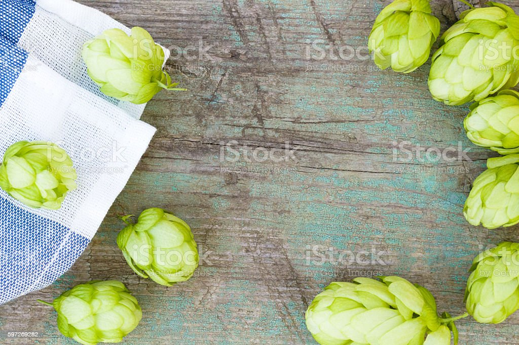 hop cones on the old wooden background, top view Lizenzfreies stock-foto