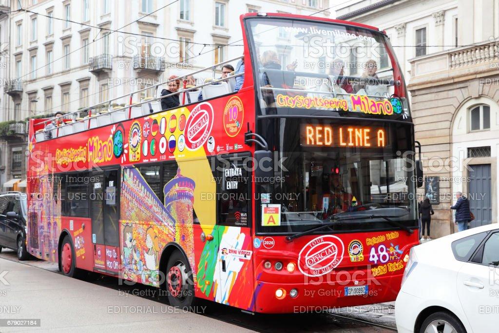 Hop on Hop off bus in Milan - foto stock