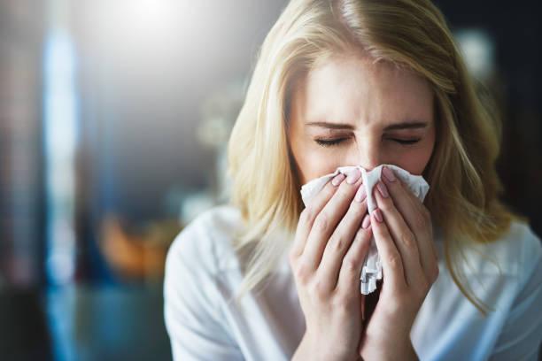 ich hoffe, dass diese grippe schnell weggeht - erkältung und grippe stock-fotos und bilder