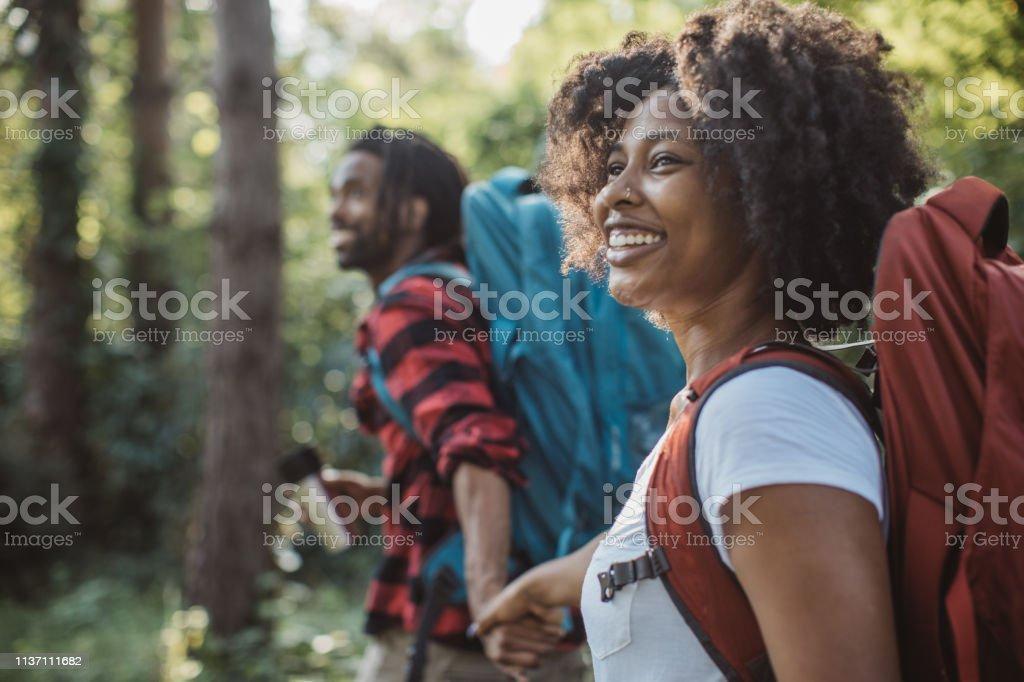 Hor drinken op forest Walk - Royalty-free 20-29 jaar Stockfoto
