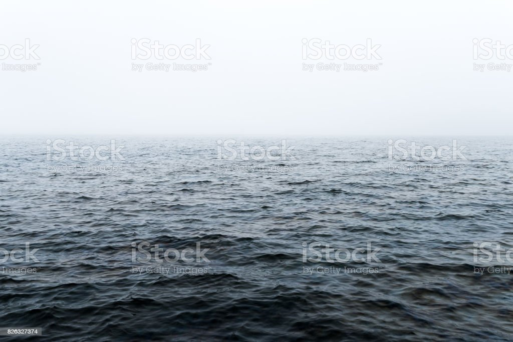 Horizontlinie auf hoher See – Foto