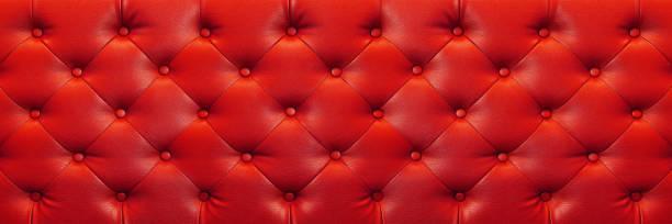 horizontale elegante rote lederstruktur mit tasten für hintergrund und design - stuhlpolster stock-fotos und bilder