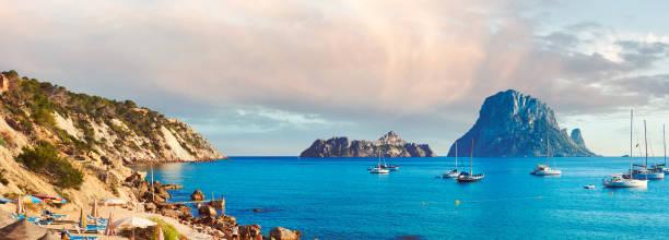 Horizontaler Bildersommer am Strand von Cala d ' Hort – Foto