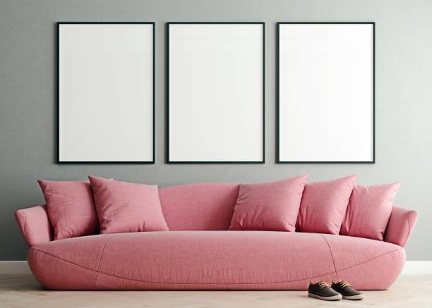 horizontale mock-up-poster-rahmen in modernen innenhintergrund, millennial rosa sofa im wohnzimmer, skandinavischen stil, 3d-render, 3d-illustration - zeitschrift wandkunst stock-fotos und bilder