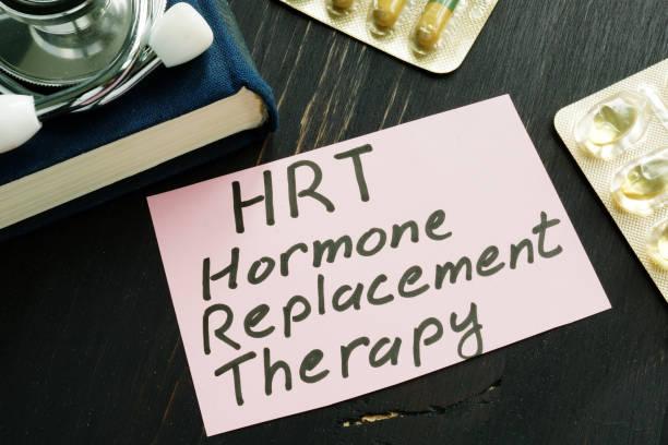 hormonersättningsbehandling hrt tecken och stetoskop. - hormon bildbanksfoton och bilder
