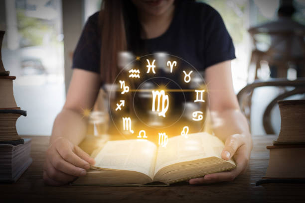 Horóscopo astrología zodiaco horoscopo zodiaco fortuna signo mito estrellas símbolo, tradicional - foto de stock