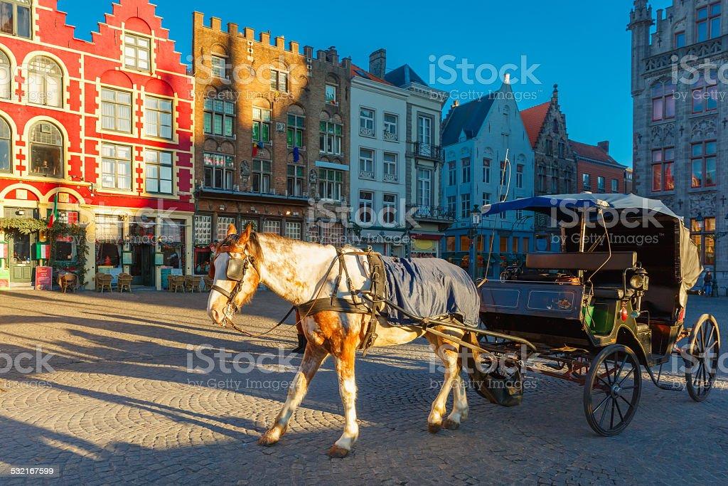 Calèche et les touristes envahissent les rues de Bruges Noël - Photo