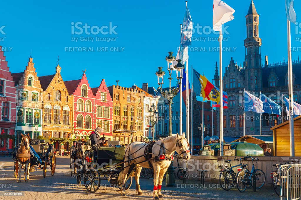 Calèche à Noël matin au Markt mètres de Bruges - Photo