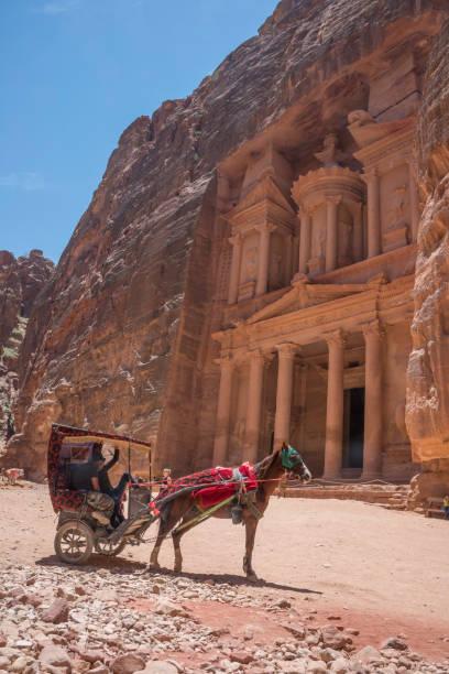 Carro de caballo en Petra - foto de stock