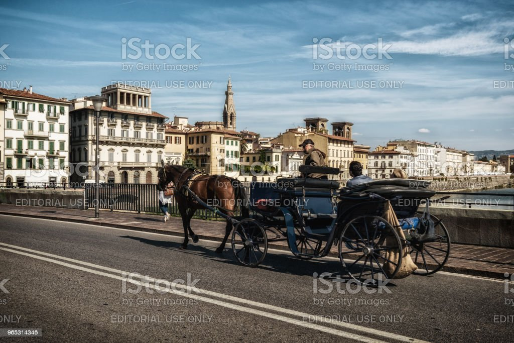 Horse drawn carriage travels in Florence, Italy. zbiór zdjęć royalty-free