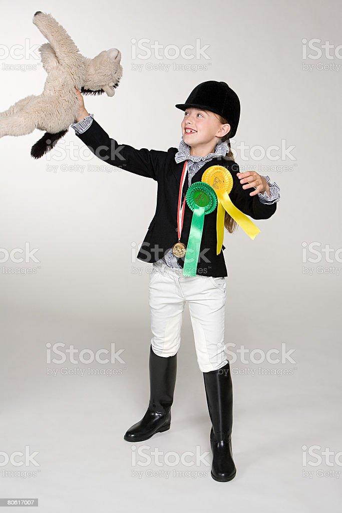 Pferd Fahrer hält einen weichen Spielsachen Lizenzfreies stock-foto