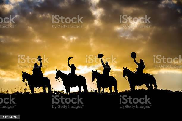 Horse riders on ridge picture id512130561?b=1&k=6&m=512130561&s=612x612&h=g5144ycqbndvb1hch0hqr4eqczydjyqsip9flr5xc8s=