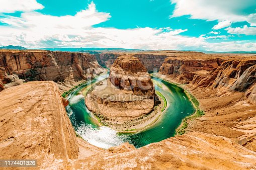 Horseshoe Bend, where the Colorado River runs through the spectacular Grand Canyon, a sunny day in Utah, USA.