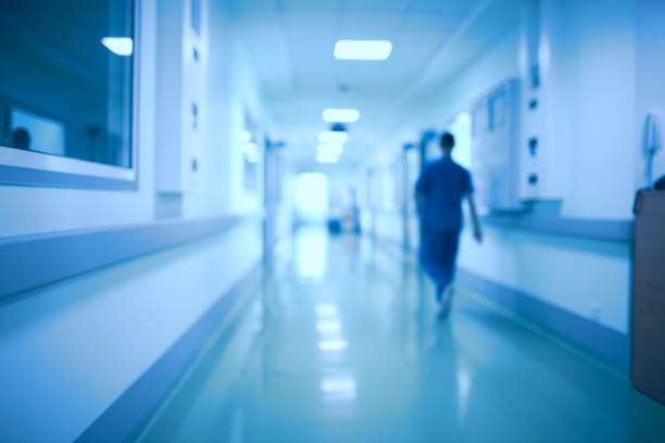 krankenhausflur und arzt als defokussierten hintergrund jedoch unscharf - sprüche ehrlichkeit stock-fotos und bilder