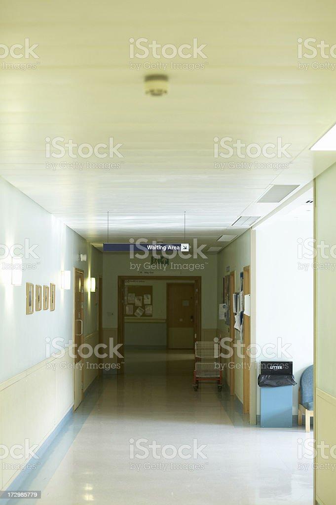 Corridoio Di Ospedale Pareti Color Panna - Fotografie stock ...
