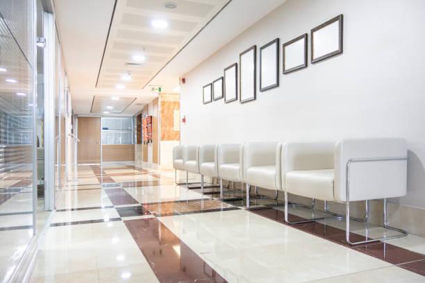 病院回廊 - 医院 ストックフォトと画像