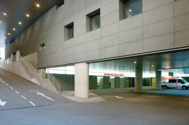 Krankenhausparkplatz und Notunterkünfte. Medizinisches Zentrum – Foto