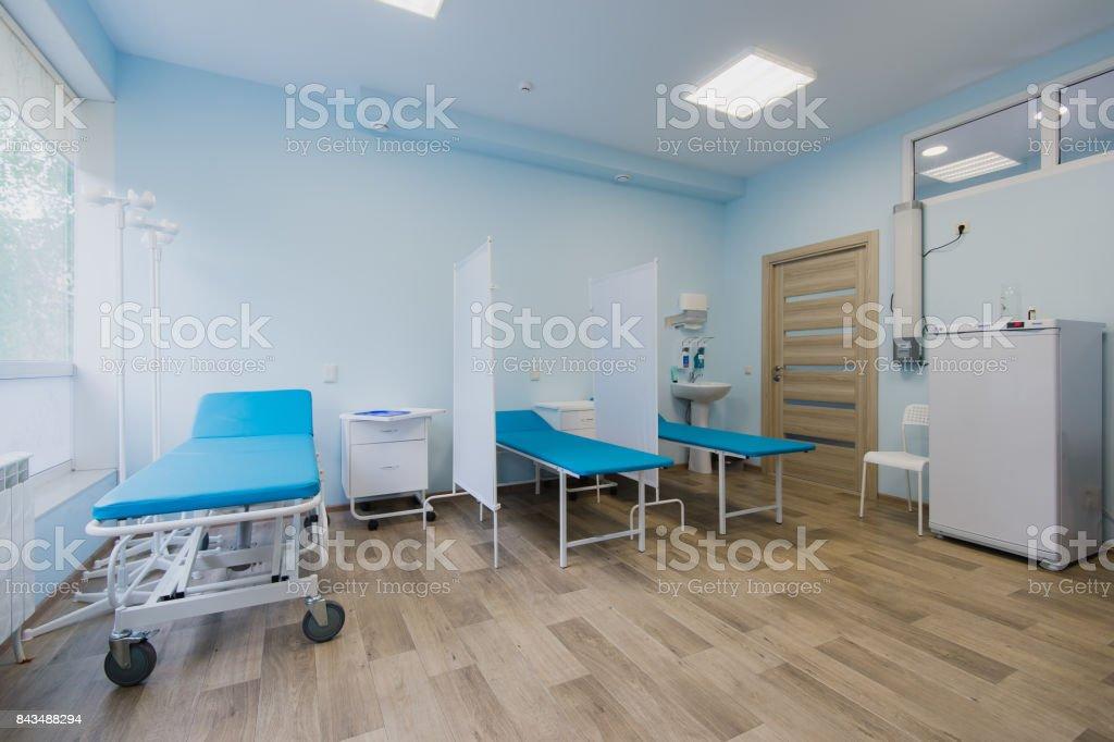 Chambre Du0027hôpital Avec Lits Et Medical Confortable équipé Dans Un Hôpital  Moderne Photo Libre