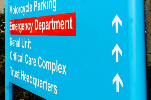 Krankenhausschild für Notaufnahme, Niereneinheit, Critical Care und Trust HQ – Foto