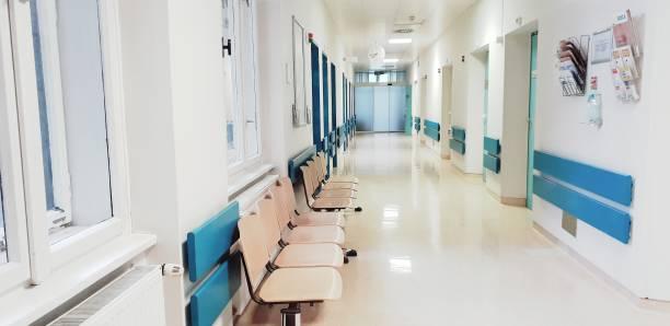 病院の待合室 - 廊下 ストックフォトと画像