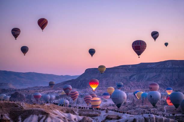 Heißluftballons in Kappadokien, Türkei bei Sonnenaufgang – Foto