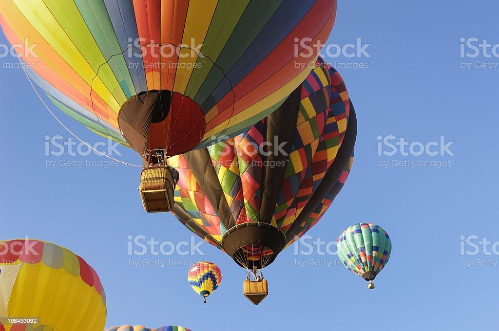 Hot Air Balloons Assending en el cielo - foto de stock