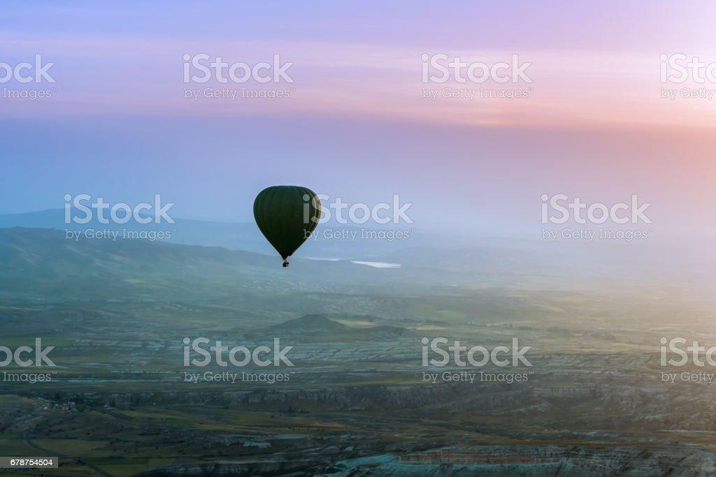 Des ballades en montgolfière survolant Cappadoce, Turquie photo libre de droits