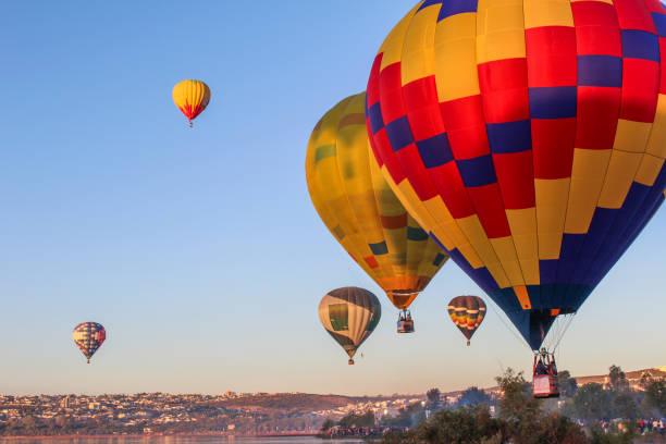 globos de aire caliente  - queretaro fotografías e imágenes de stock