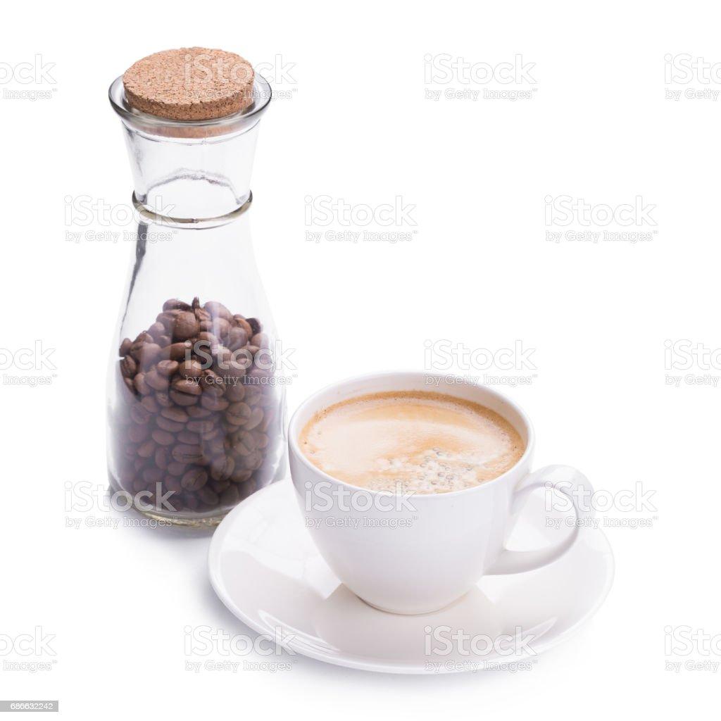 熱咖啡咖啡在白色背景上的白色玻璃 免版稅 stock photo