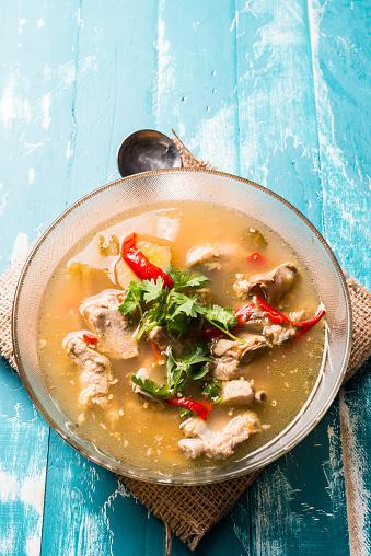 Hot And Spicy Soup With Pork Ribs On Wooden Background - zdjęcia stockowe i więcej obrazów Azja