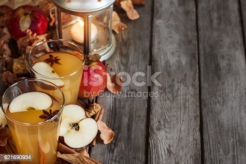 istock Hot apple cider background 621690934