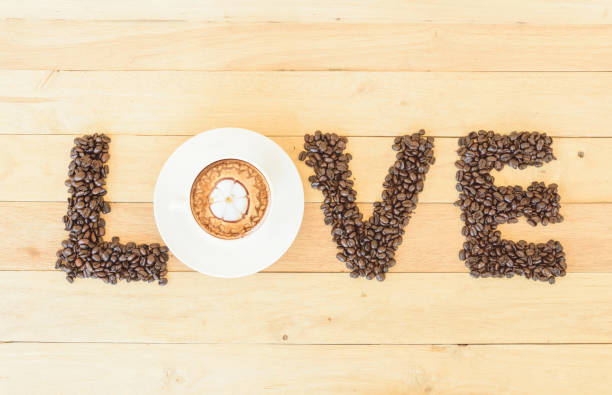 좋은 우유 패턴과 커피 콩 사랑 텍스트/커피와 뜨거운 카푸치노 사랑 - 커피 마실 것 뉴스 사진 이미지
