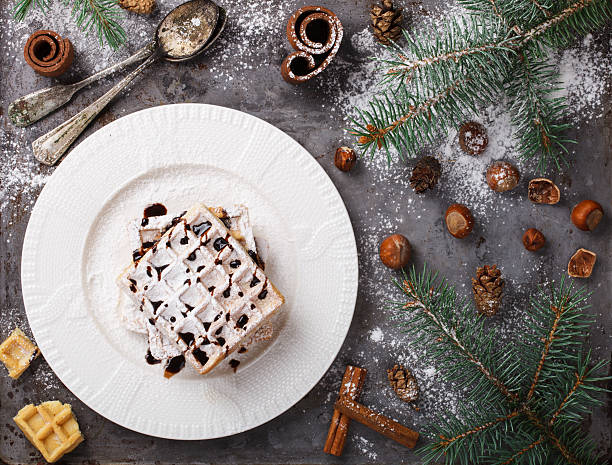 hot chocolate on christmas day with the aroma of cinnamon - zimt waffeln stock-fotos und bilder