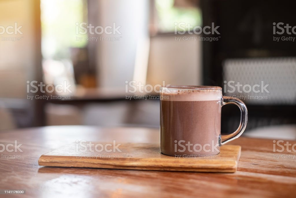 Warme chocolademelk of cacao op houten tafel, achtergrond - Royalty-free Achtergrond - Thema Stockfoto